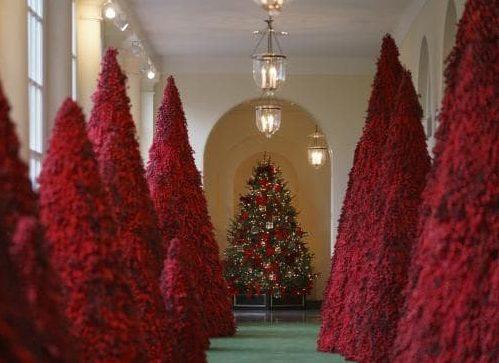 Baltieji rūmai pasipuošė ekstravagantiškomis Kalėdinėmis dekoracijomis