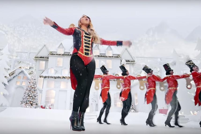 """Mariah Carey pristatė naują """"All I want for Christmas"""" klipą"""